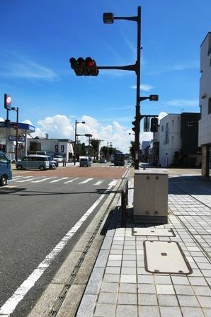 八間通 まっすぐ道路.JPG
